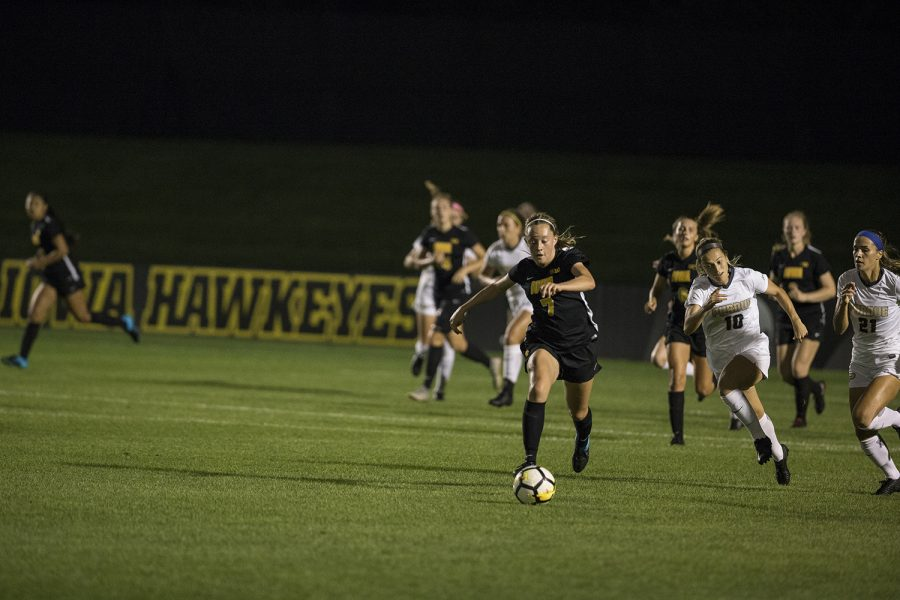 Freshman+Skylar+Alward+dribbles+the+ball+during+the+Iowa+vs.+Purdue+soccer+game+on+Sept.+20%2C+2018+at+the+Iowa+Soccer+Complex+in+Iowa+City.+Iowa+tied+Purdue+1-1+in+overtime.+
