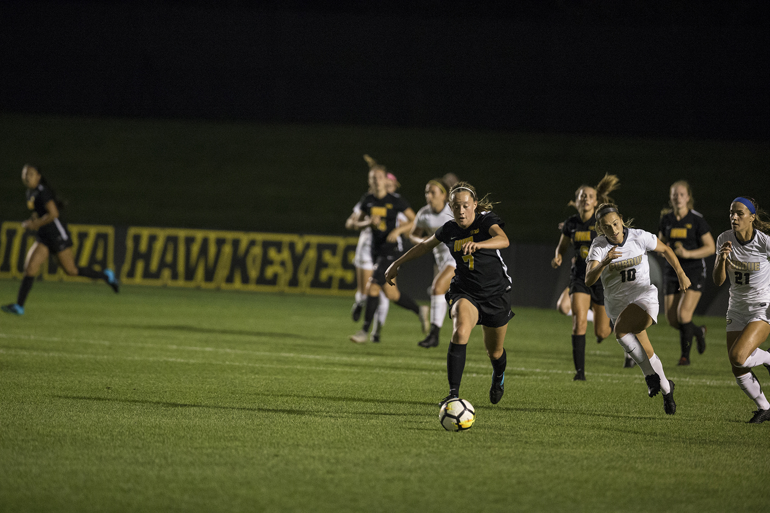 Freshman Skylar Alward dribbles the ball during the Iowa vs. Purdue soccer game on Sept. 20, 2018 at the Iowa Soccer Complex in Iowa City. Iowa tied Purdue 1-1 in overtime.