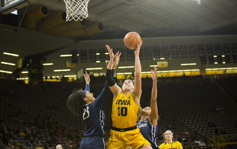Gustafson perfect from the floor in dominant win over Lady Toppers