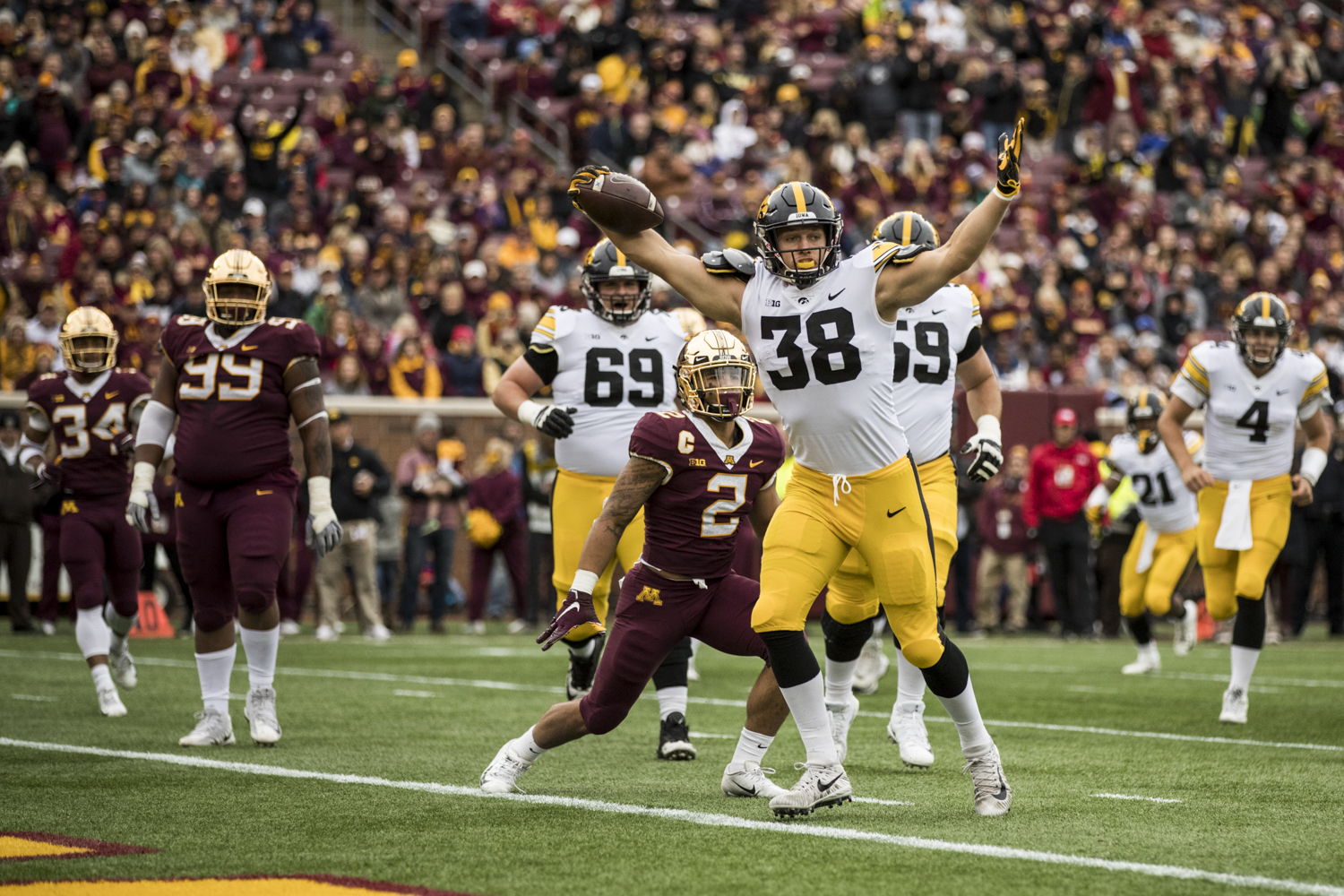 Iowa+tight+end+T.J.+Hockenson+celebrates+after+catching+a+touchdown+pass+during+Iowa%27s+game+against+Minnesota+at+TCF+Bank+Stadium+on+Saturday%2C+October+6%2C+2018.