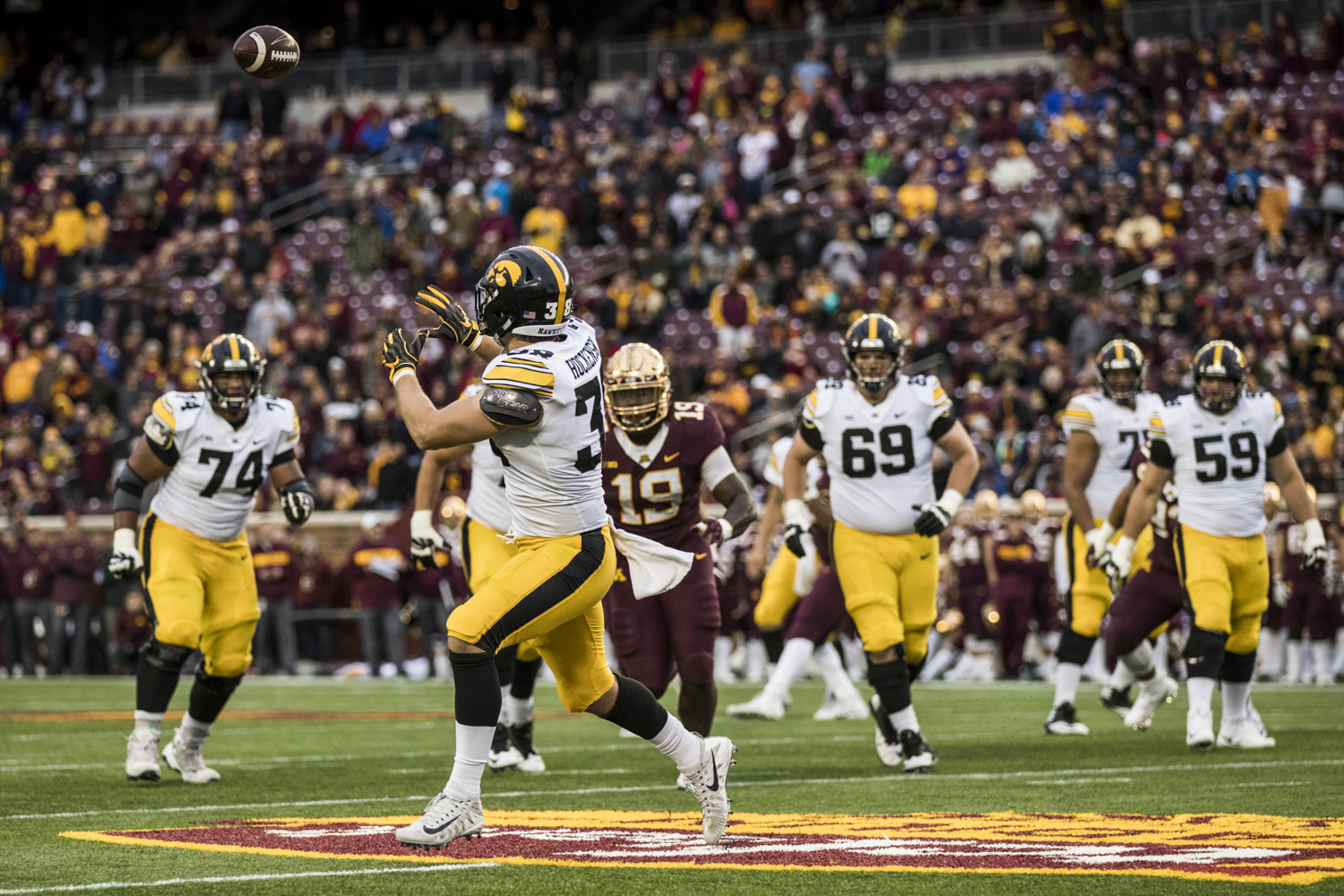 Iowa+tight+end+T.J.+Hockenson+makes+a+catch+during+Iowa%27s+game+against+Minnesota+at+TCF+Bank+Stadium+on+Saturday%2C+October+6%2C+2018.+The+Hawkeyes+defeated+the+Golden+Gophers+48-31.