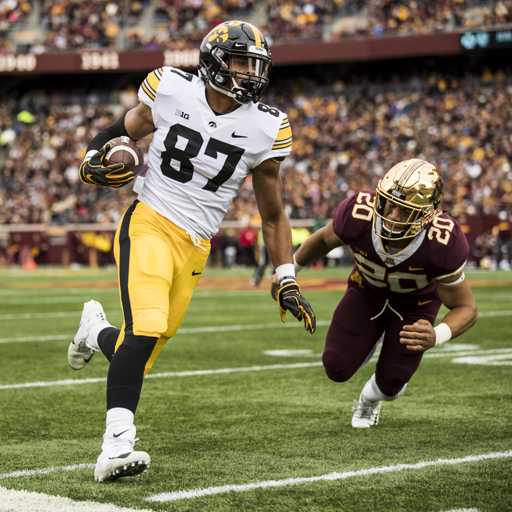 Iowa+tight+end+Noah+Fant+runs+after+a+catch+during+Iowa%27s+game+against+Minnesota+at+TCF+Bank+Stadium+on+Saturday%2C+October+6%2C+2018.