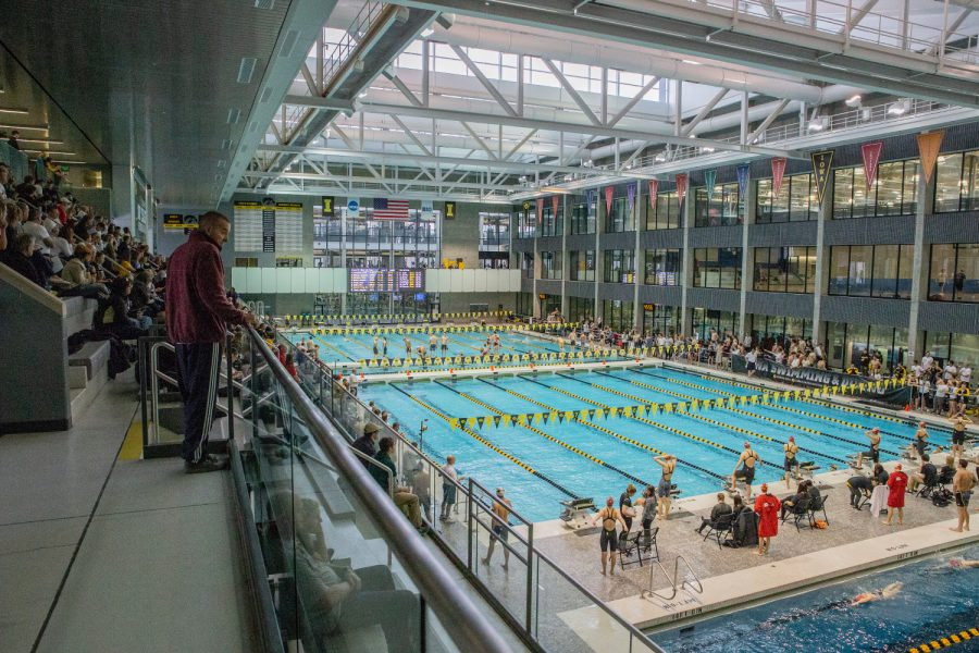 Fans+watch+the+Hawkeye+Invitational+Swimming+and+Diving+Meet+on+Saturday%2C+November+17%2C+2018.+Fifteen+university+swimming+and+diving+teams+competed+at+this+event.