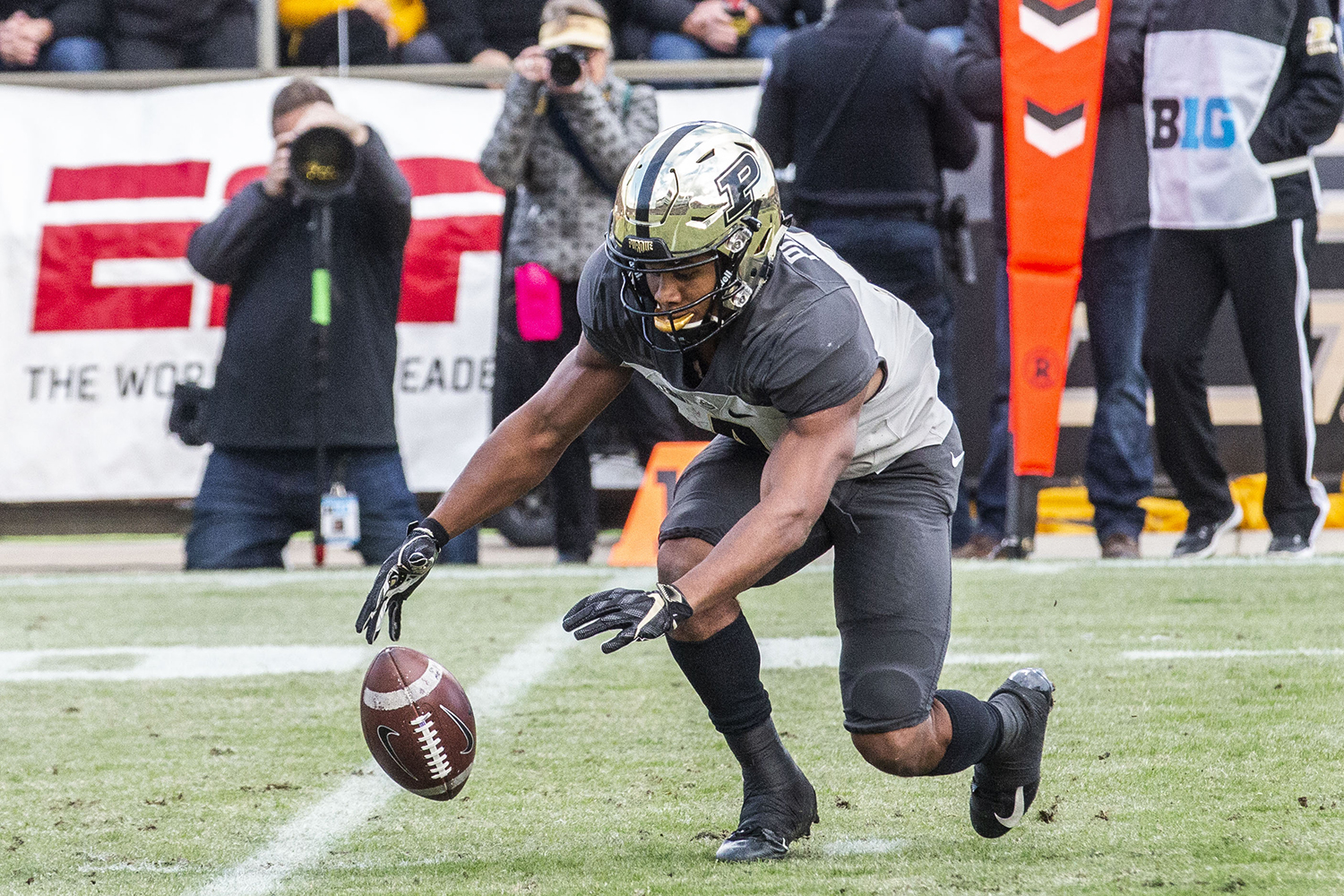 Purdue+wide+receiver+Rondale+Moore+fumbles+the+ballduring+the+Iowa%2FPurdue+game+at+Ross-Ade+Stadium+in+West+Lafayette%2C+Ind.+on+Saturday%2C+November+3%2C+2018.+The+Boilermakers+defeated+the+Hawkeyes+38-36.