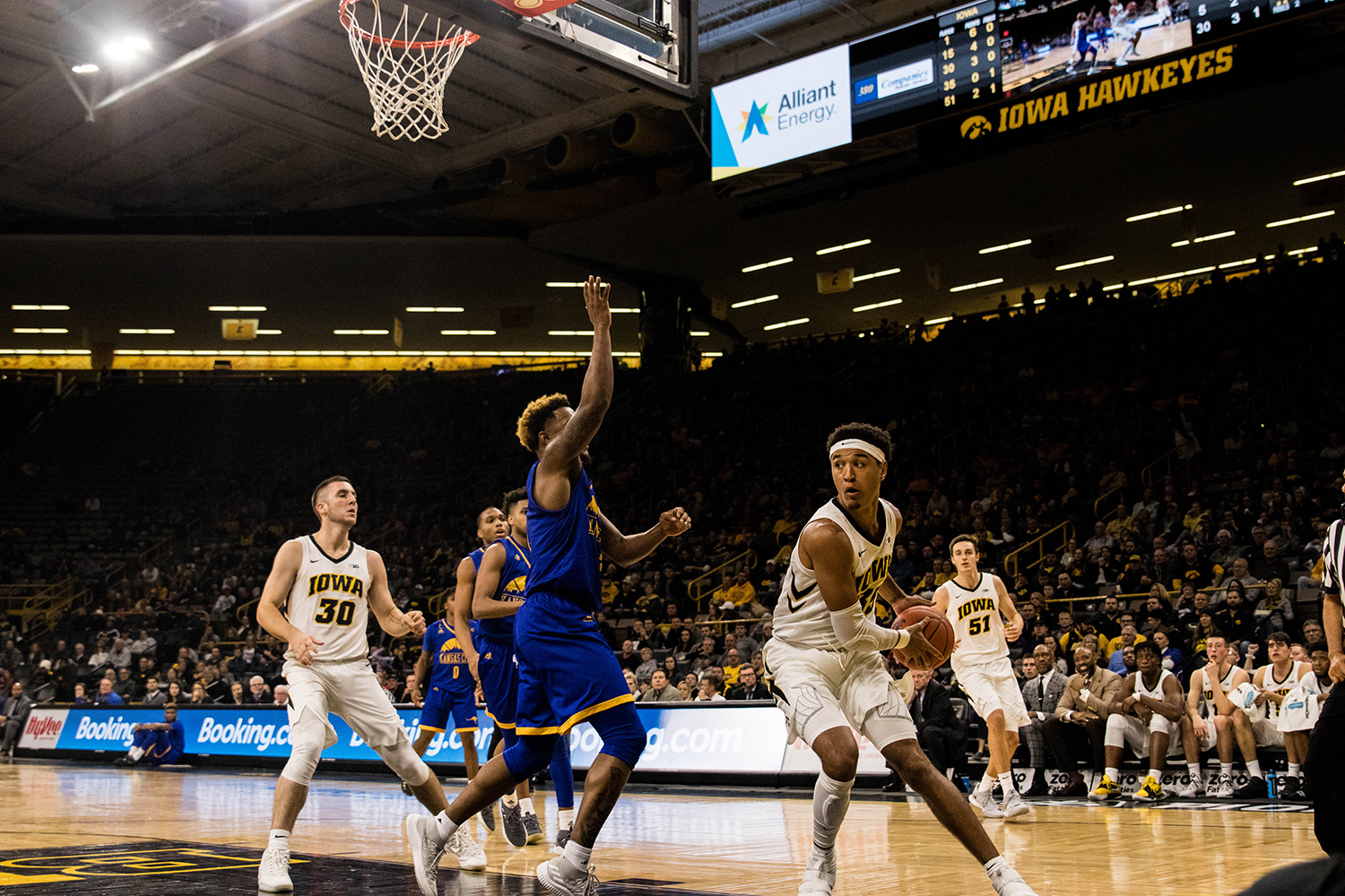 Iowa forward Cordell Pemsl looks to pass during Iowa's game against UMKC at Carver Hawkeye Arena on November 8, 2018. The Hawkeye defeated the Kangaroos 77-63.