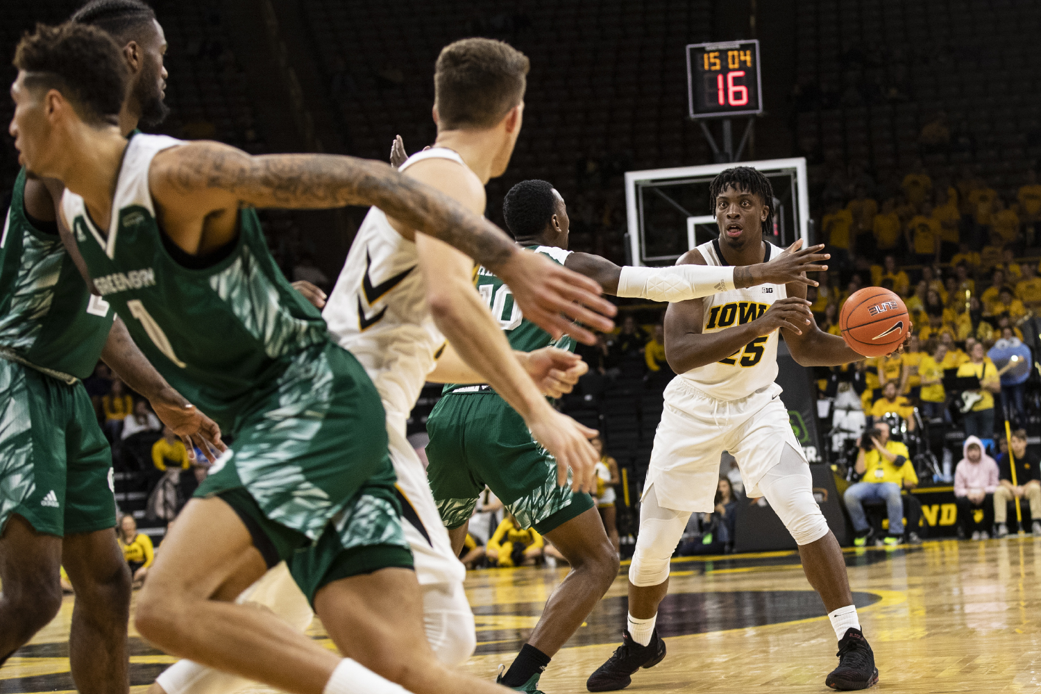 Iowa%E2%80%99s+Tyler+Cook+controls+the+offense+at+the+middle+of+the+second+half+during+the+Iowa+vs.+Green+Bay+basketball+game.+The+Hawkeyes+defeated+the+Phoenix+93-83+at+Carver-Hawkeye+Arena+on+Sunday%2C+Nov.+11%2C+2018.+