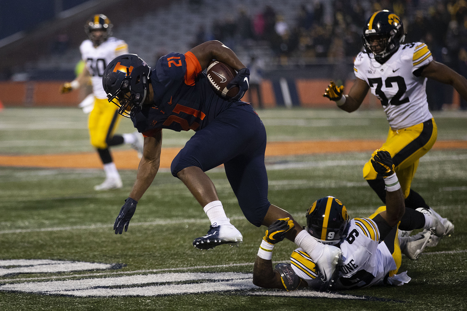 Illinois' RaVon Bonner runs the ball during the Iowa/Illinois football game at Memorial Stadium in Champaign on Saturday, November 17, 2018. The Hawkeyes defeated the Fighting Illini, 63-0, to snap a 3-game losing streak.