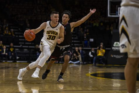 Wieskamp's hot hand sparks Iowa basketball early in season-opener