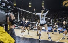Iowa volleyball sweeps Rutgers, gets dominated by No. 7 Penn State