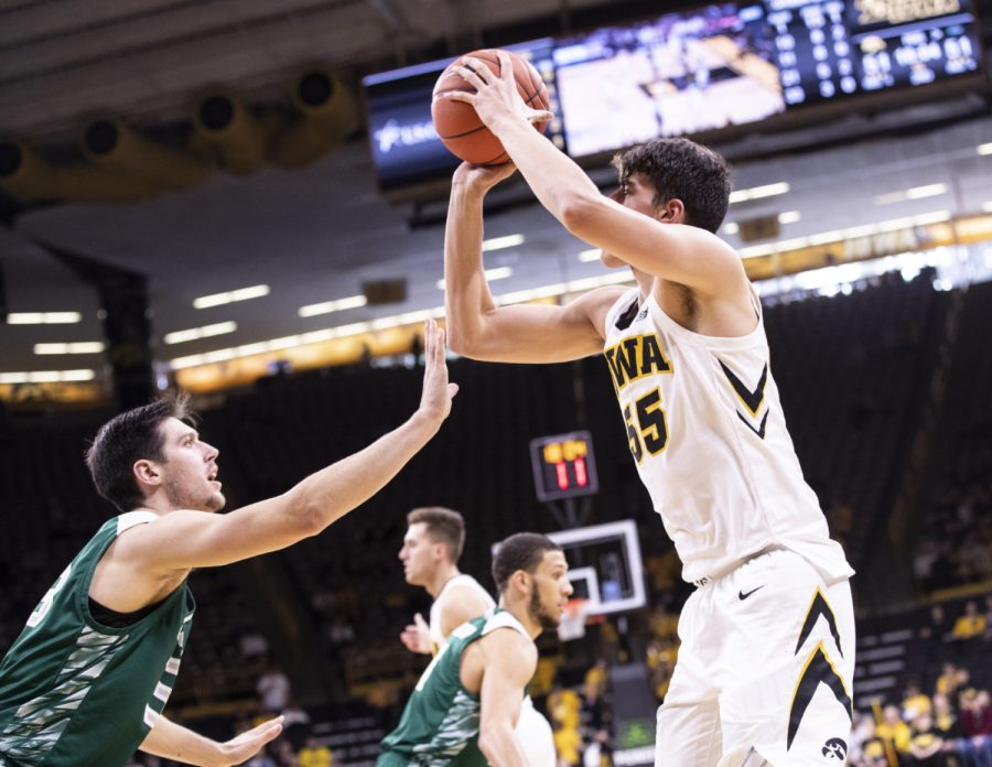 Iowa%E2%80%99s+Luka+Garza+shoots+a+jumper+at+the+beginning+of+the+first+half+during+the+Iowa+Vs.+Green+Bay+basketball+game.+The+Hawkeyes+defeated+the+Phoenix%2C+93-83+at+Carver-Hawkeye+Arena.+Iowa+continues+its+undefeated+record+next+week+against+No.14+Oregon.+
