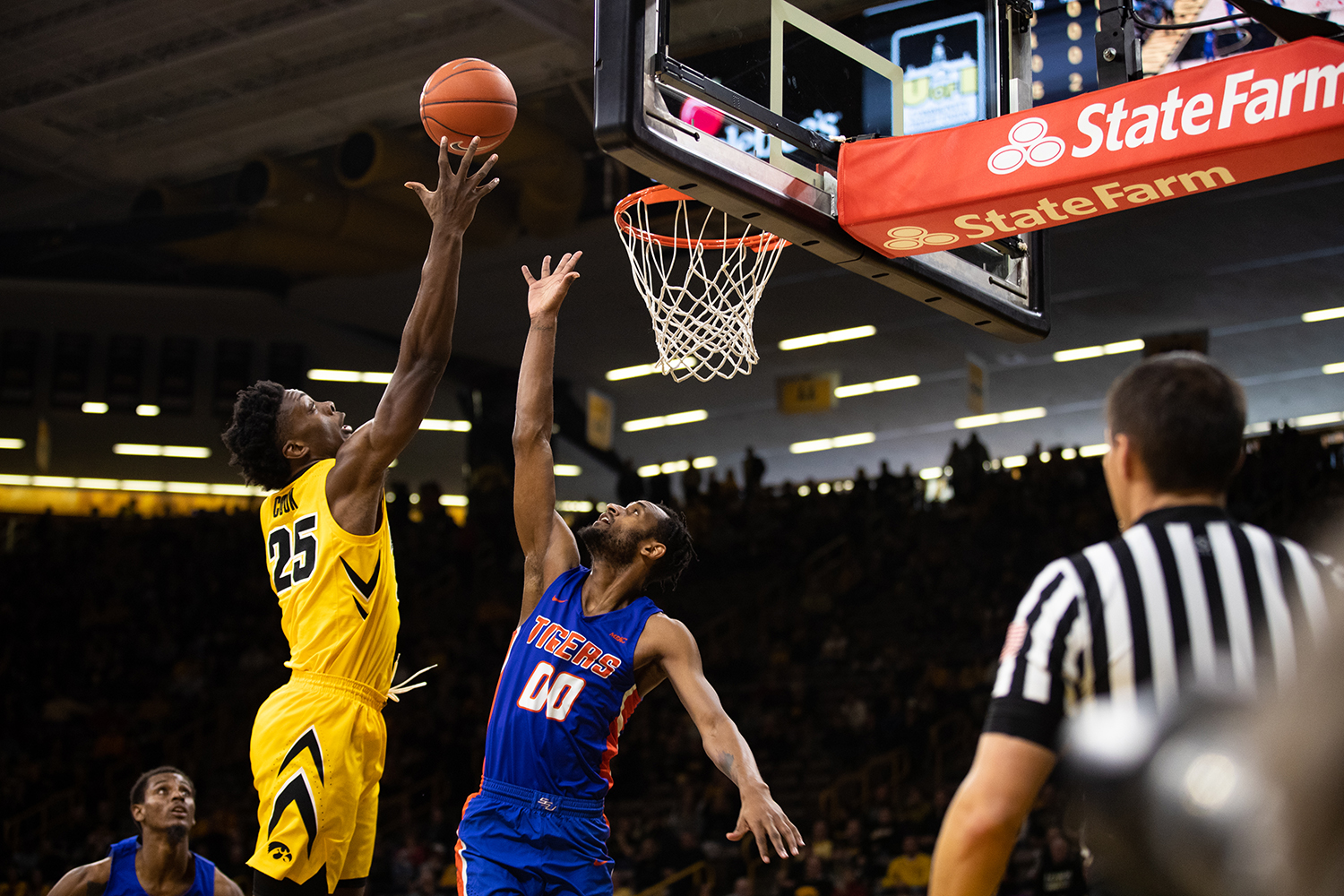Iowa+forward+Tyler+Cook+%2325+attempts+to+get+a+rebound+during+the+men%27s+basketball+game+against+Savannah+State+at+Carver-Hawkeye+Arena+on+Tuesday%2C+December+22%2C+2018.+The+Hawkeyes+defeated+the+Tigers+110-64.