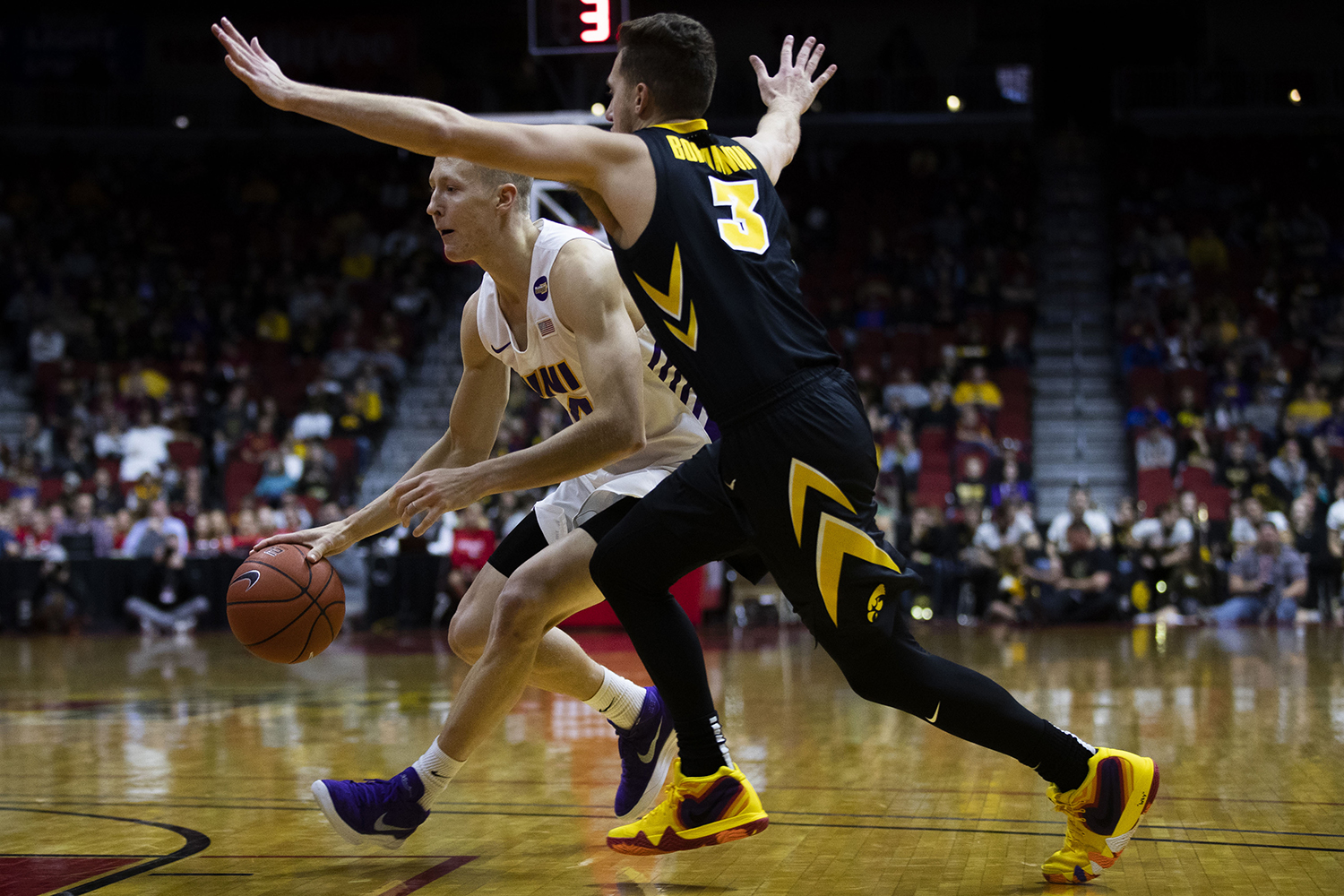 Iowa's Jordan Bohannon guards UNI's A.J. Green during the Iowa/UNI men's basketball game at Wells Fargo Arena in Des Moines on Saturday, Dec. 15, 2018. The Hawkeyes defeated the Panthers, 77-54. (Lily Smith/The Daily Iowan)