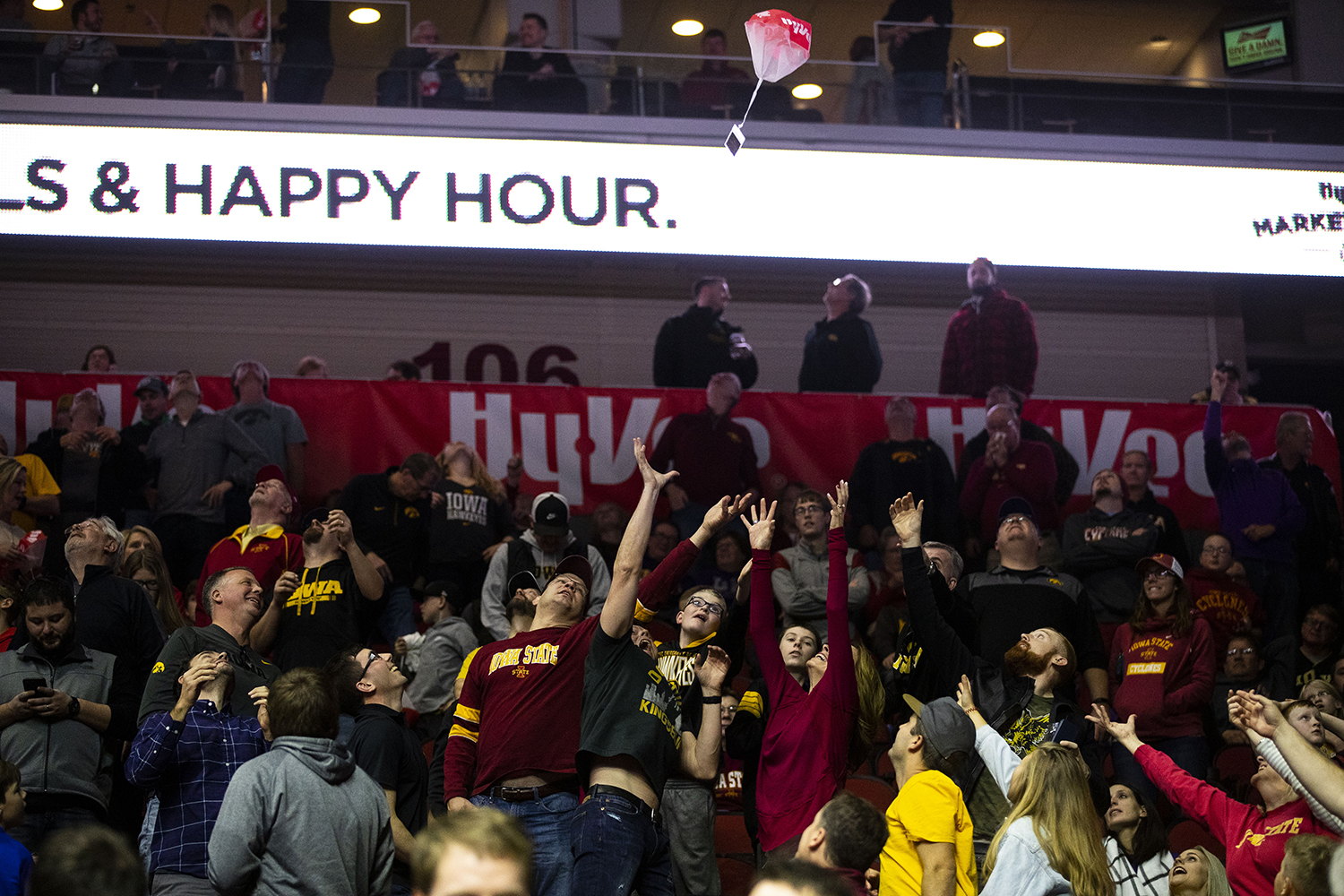 Fans+attempt+to+catch+%2415+Hy-vee+gift+cards+after+they+were+thrown+from+Wells+Fargo+Arena%27s+rafters+during+the+Iowa%2FUNI+men%27s+basketball+game+at+Wells+Fargo+Arena+in+Des+Moines+on+Saturday%2C+Dec.+15%2C+2018.+The+Hawkeyes+defeated+the+Panthers%2C+77-54.+
