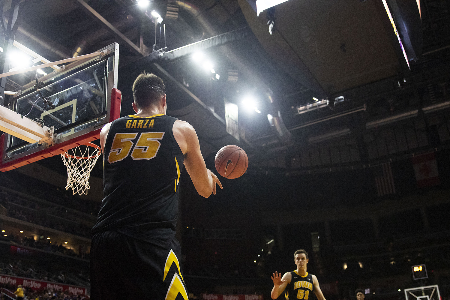 Iowa%27s+Luka+Garza+passes+the+ball+in+to+Nicholas+Baer+during+the+Iowa%2FUNI+men%27s+basketball+game+at+Wells+Fargo+Arena+in+Des+Moines+on+Saturday%2C+Dec.+15%2C+2018.+The+Hawkeyes+defeated+the+Panthers%2C+77-54.+