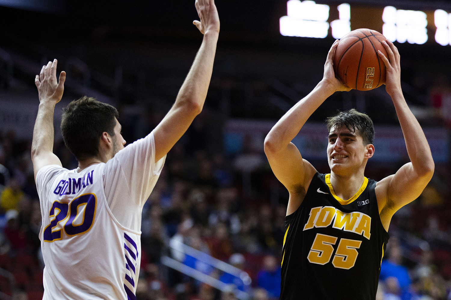 Iowa%27s+Luka+Garza+looks+to+pass+the+ball+during+the+Iowa%2FUNI+men%27s+basketball+game+at+Wells+Fargo+Arena+in+Des+Moines+on+Saturday%2C+Dec.+15%2C+2018.+The+Hawkeyes+defeated+the+Panthers%2C+77-54.+
