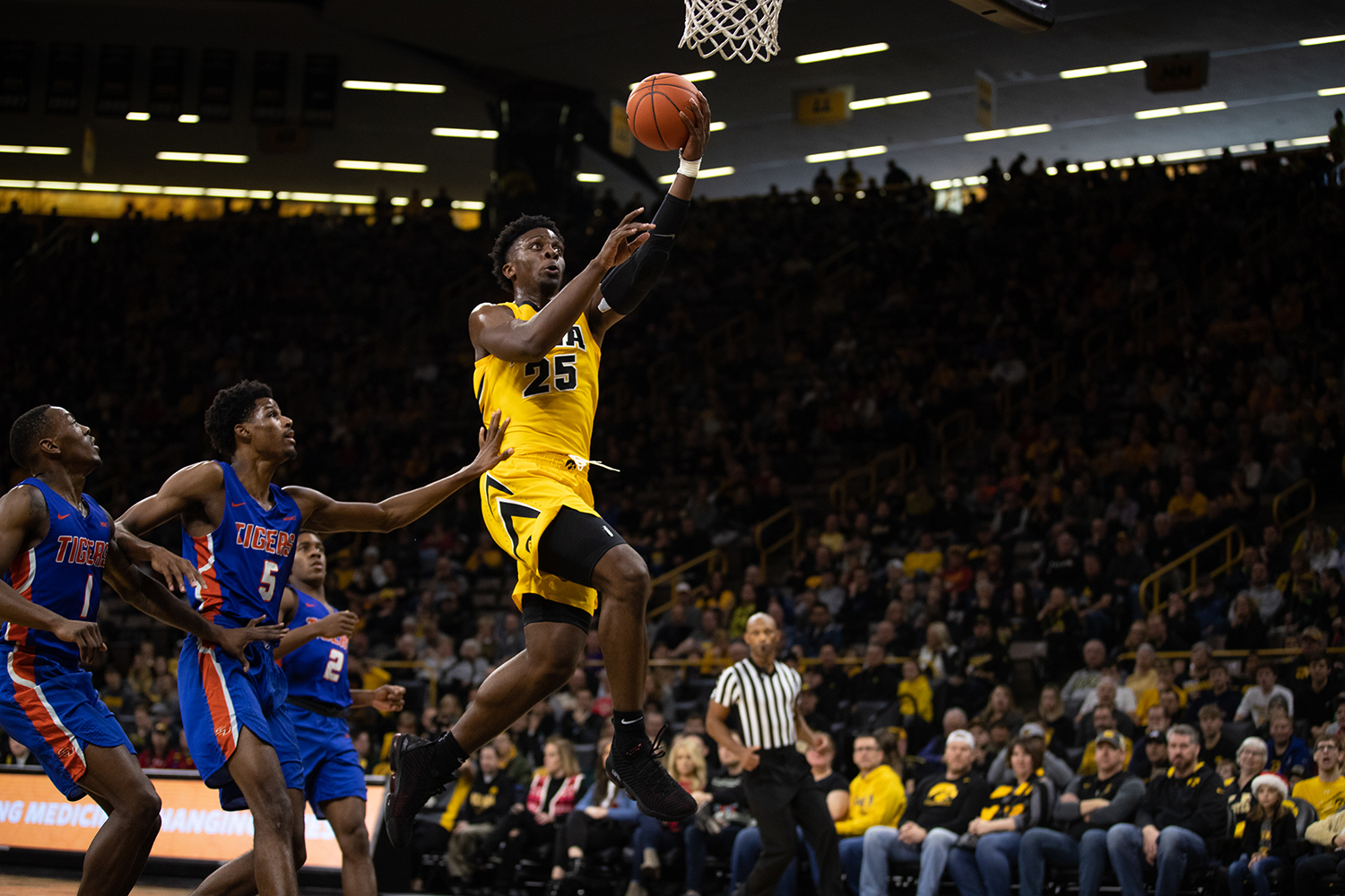 Iowa+forward+Tyler+Cook+%2325+does+a+lay+up+during+the+men%27s+basketball+game+against+Savannah+State+at+Carver-Hawkeye+Arena+on+Tuesday%2C+December+22%2C+2018.+The+Hawkeyes+defeated+the+Tigers+110-64.