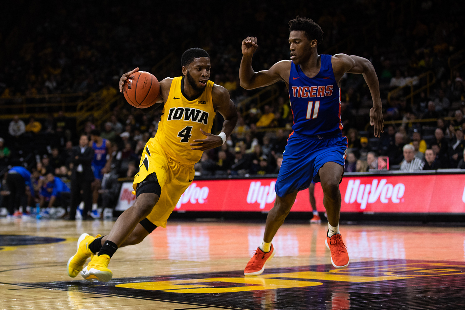 Iowa+guard+Isaiah+Moss+%234+drives+the+ball+up+the+paint+during+the+men%27s+basketball+game+against+Savannah+State+at+Carver-Hawkeye+Arena+on+Tuesday%2C+December+22%2C+2018.+The+Hawkeyes+defeated+the+Tigers+110-64.