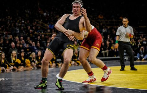 Hawkeye wrestling's No. 11 Warner comes up clutch with upset of three-time All-American in début