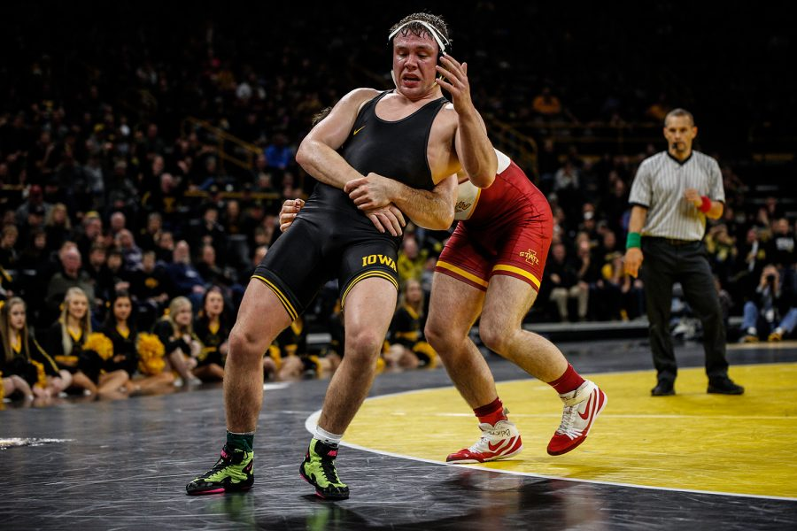 Iowa%27s+Jacob+Warner+wrestles+Iowa+State%27s+Willie+Miklus+during+Iowa%27s+dual+meet+against+Iowa+State+at+Carver-Hawkeye+Arena+in+Iowa+City+on+Saturday%2C+Dec.+1%2C+2018.+Warner+defeated+Miklus+5-4.+Iowa+defeated+the+Cyclones+19-18.+