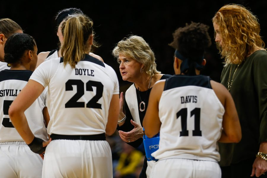 Iowa+head+coach+Lisa+Bluder+talks+to+Iowa+players+during+a+time-out+at+the+women%27s+basketball+game+against+IUPUI+at+Carver-Hawkeye+Arena+on+Saturday%2C+December+8%2C+2018.+The+Hawkeyes+defeated+the+Jaguars+72-58.+