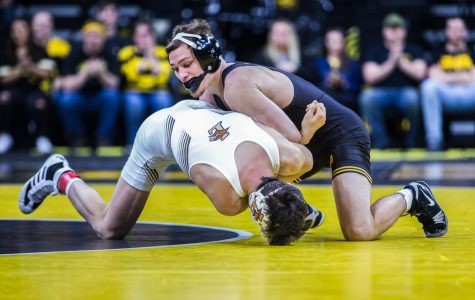 Hawkeye wrestling launches eight into Midlands semifinals