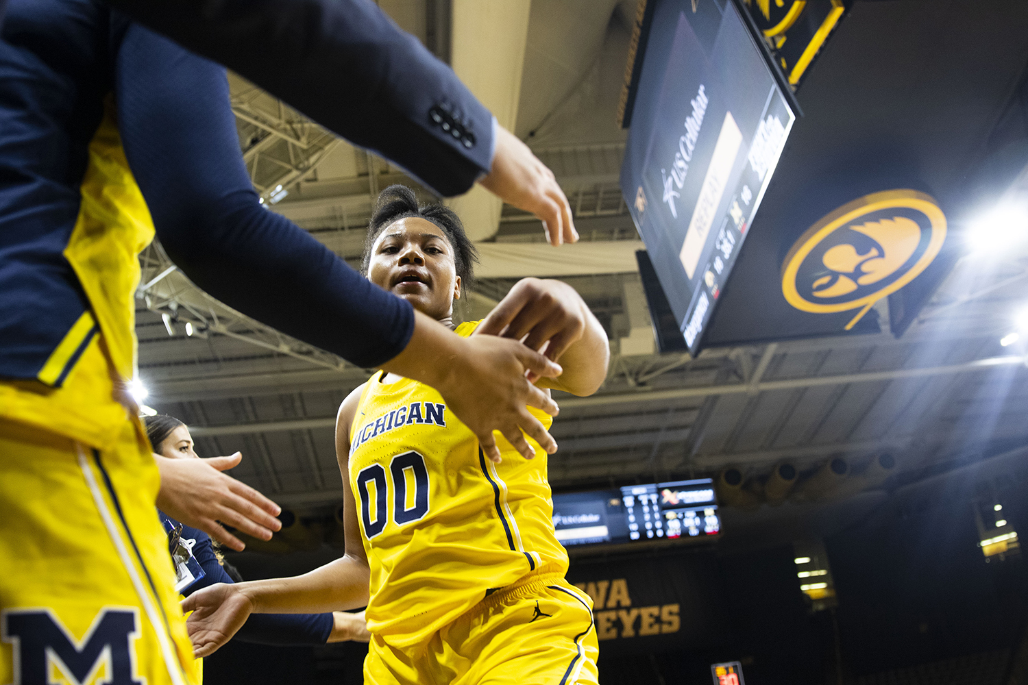 Michigan+forward+Naz+Hillmon+high+fives+team+staff+members+during+the+Iowa%2FMichigan+women%27s+basketball+game+at+Carver-Hawkeye+Arena+on+Thursday%2C+January+17%2C+2019.+The+Hawkeyes+defeated+the+Wolverines%2C+75-61.+