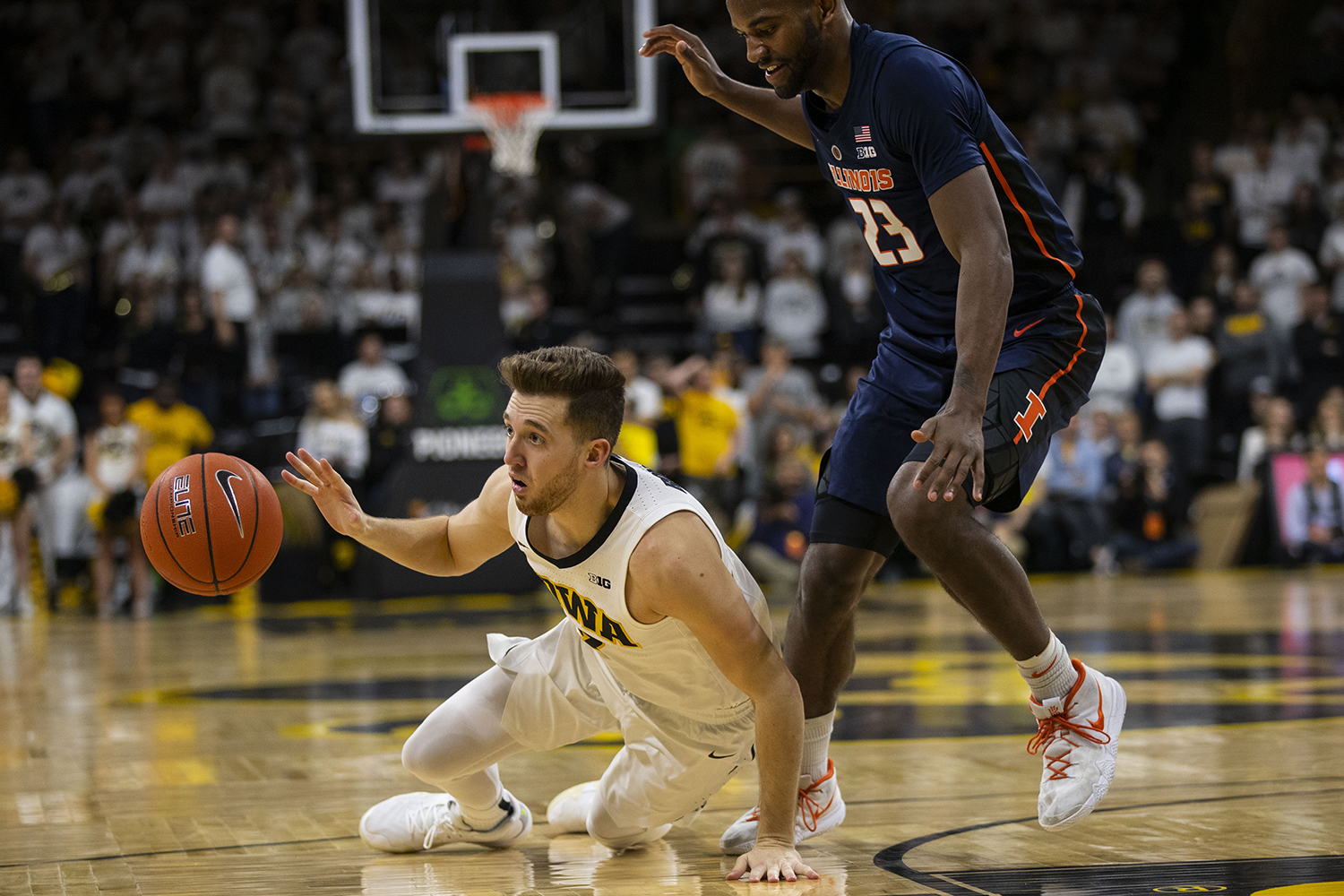 Iowa+guard+Jordan+Bohannon+falls+during+the+Iowa%2FIllinois+men%27s+basketball+game+at+Carver-Hawkeye+Arena+on+Sunday%2C+January+20%2C+2019.+The+Hawkeyes+defeated+the+Fighting+Illini%2C+95-71.+