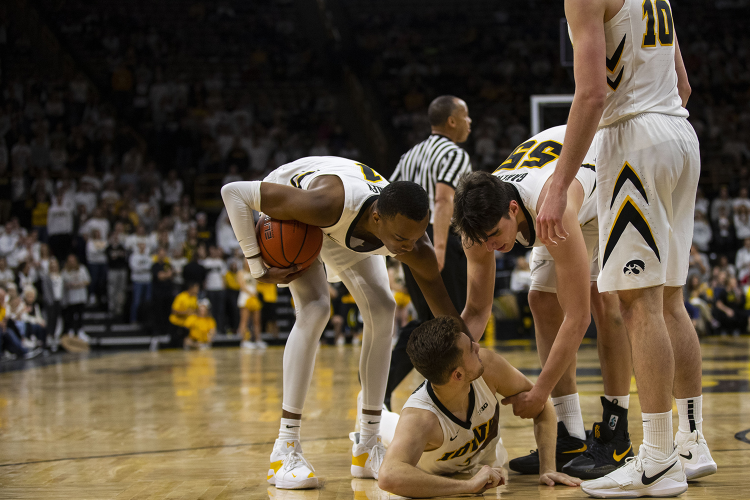 Iowa+guard+Jordan+Bohannon+%28bottom%29+is+helped+up+by+teammates+during+the+Iowa%2FIllinois+men%27s+basketball+game+at+Carver-Hawkeye+Arena+on+Sunday%2C+January+20%2C+2019.+The+Hawkeyes+defeated+the+Fighting+Illini%2C+95-71.+