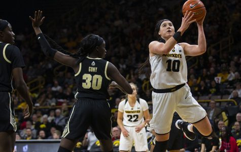 Hawkeye women look to stay perfect at home