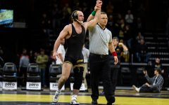Iowa wrestling dominates Minnesota, 24-10