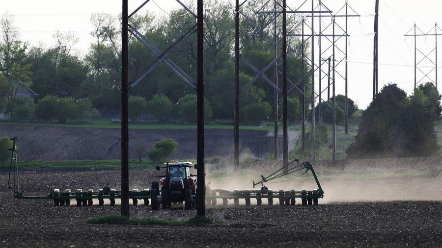 Crop+farmer+Bob+Worth+plants+soybeans+on+the+family+farm+Thursday%2C+May+17%2C+2018%2C+in+Lake+Benton%2C+Minn.+