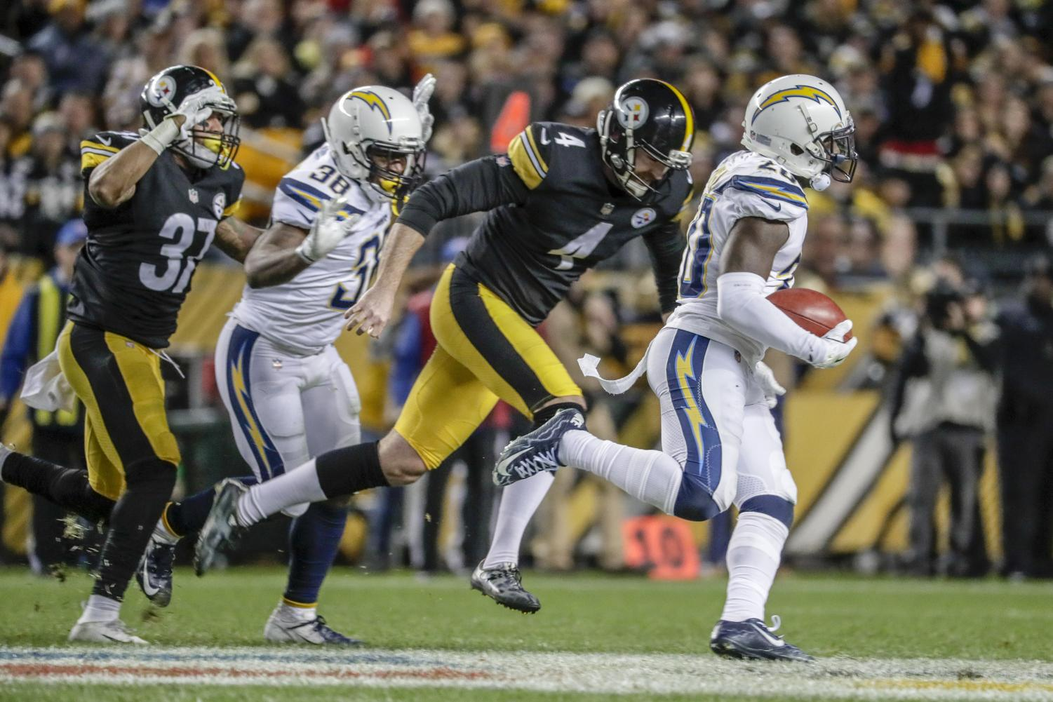 Los Angeles Chargers' Desmond King III sprints past Pittsburgh Steelers punter Jordan Berry on his way to a fourth quarter punt return for a touchdown on Sunday, Dec. 2, 2018 at Heinz Field in Pittsburgh, Pa. (Robert Gauthier/Los Angeles Times/TNS)