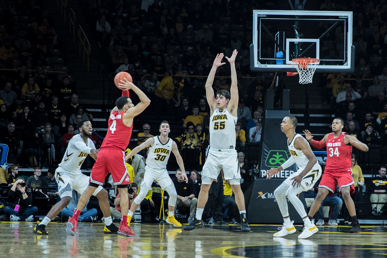 Iowa+forward+Luka+Garza+plays+defense+during+a+men%27s+basketball+matchup+between+Ohio+State+and+Iowa+at+Carver-Hawkeye+Arena+on+Saturday%2C+January+12%2C+2019.+The+Hawkeyes+defeated+the+Buckeyes%2C+72-62.