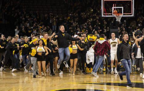 Team effort fuels Iowa basketball in upset over No. 5 Michigan