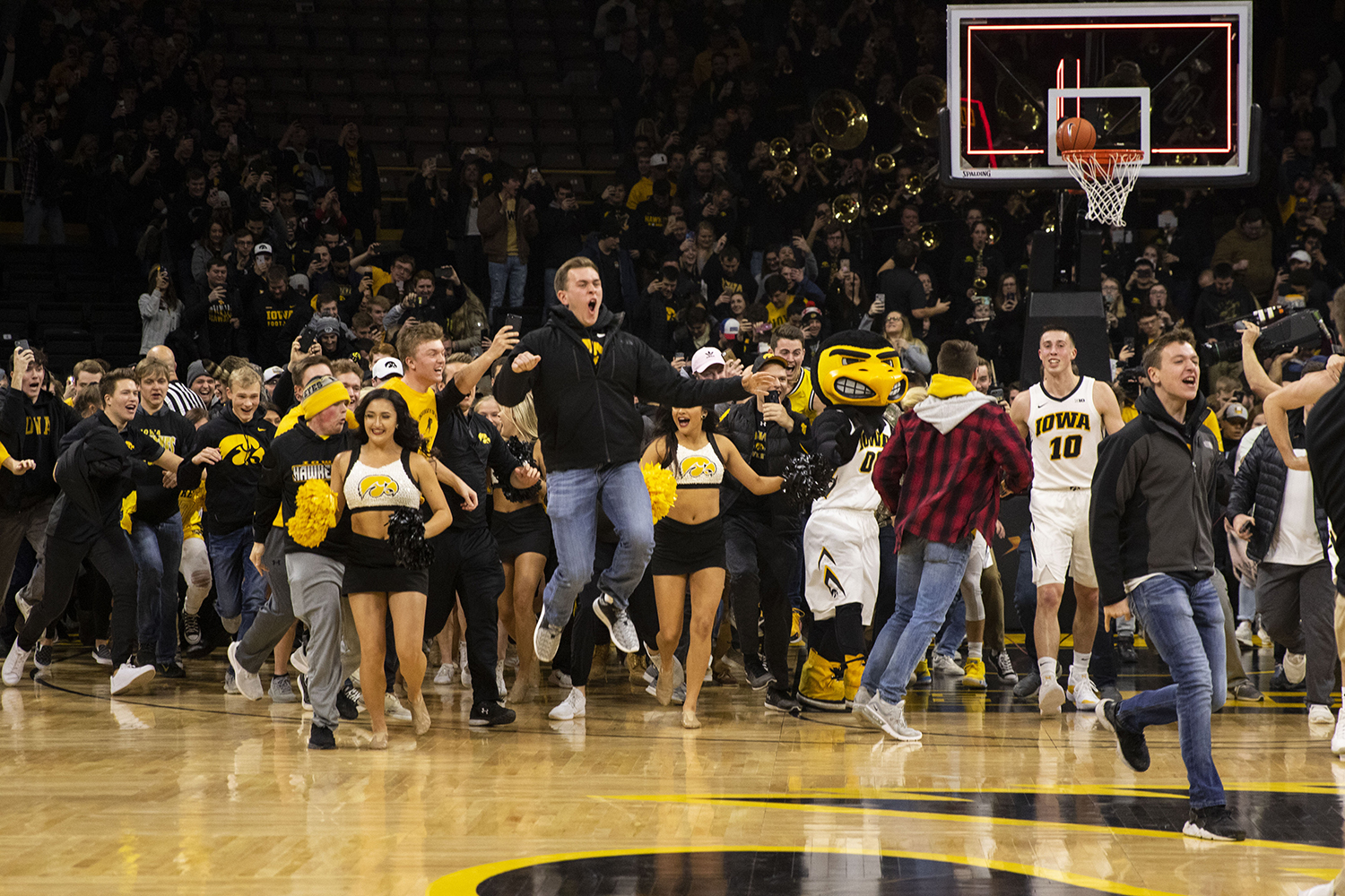 Fans+storm+the+court+and+celebrate+with+the+team+during+the+Iowa%2FMichigan+men%27s+basketball+game+at+Carver-Hawkeye+Arena+on+Friday%2C+February+1%2C+2019.+The+Hawkeyes+took+down+the+No.+5+ranked+Wolverines%2C+74-59.