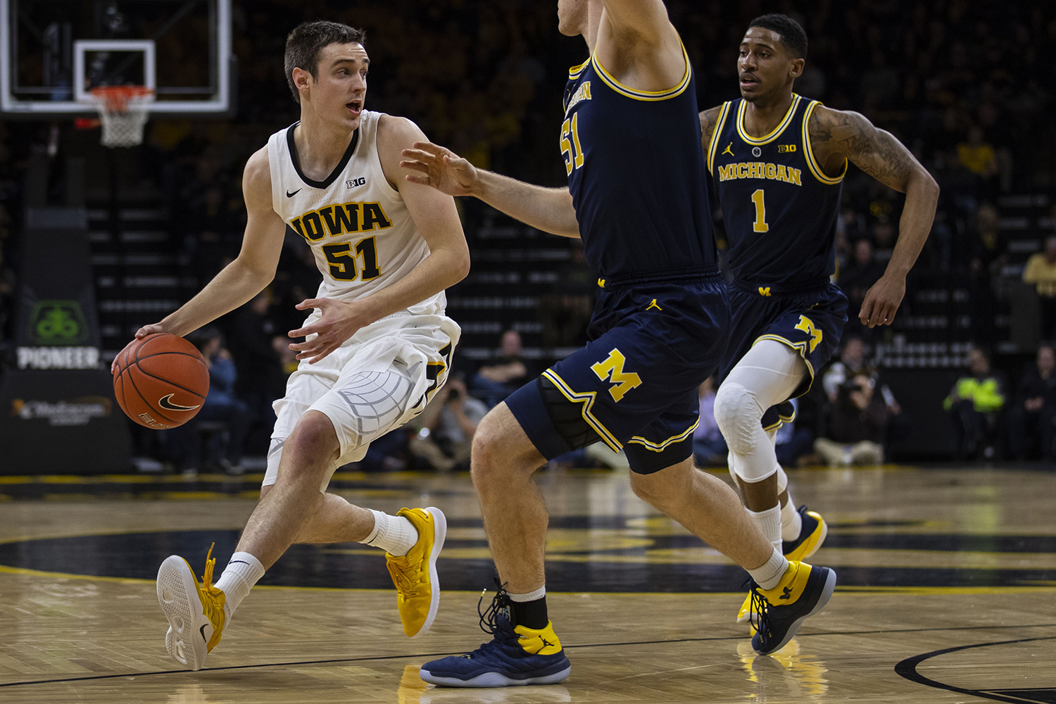 Iowa+forward+Nicholas+Baer+drives+to+the+basket+during+the+Iowa%2FMichigan+men%27s+basketball+game+at+Carver-Hawkeye+Arena+on+Friday%2C+February+1%2C+2019.+The+Hawkeyes+took+down+the+No.+5+ranked+Wolverines%2C+74-59.+