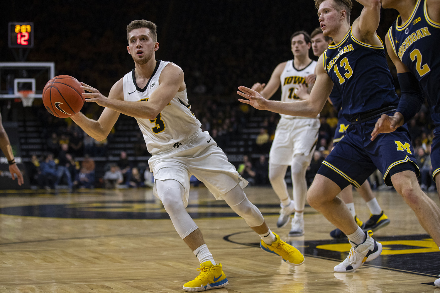 Iowa+guard+Jordan+Bohannon+passes+the+ball+during+the+Iowa%2FMichigan+men%27s+basketball+game+at+Carver-Hawkeye+Arena+on+Friday%2C+February+1%2C+2019.+The+Hawkeyes+took+down+the+No.+5+ranked+Wolverines%2C+74-59.+