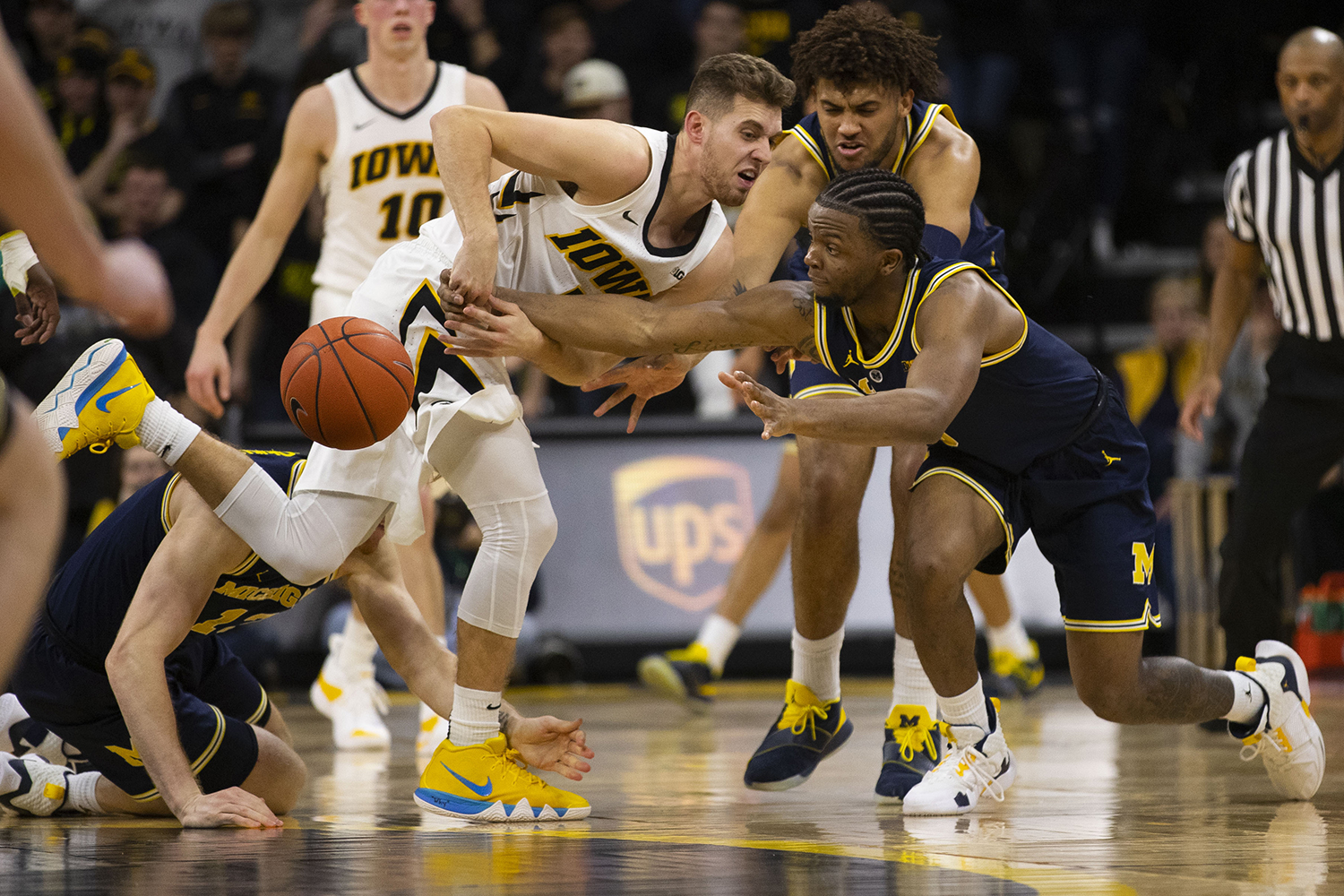 Iowa+guard+Jordan+Bohannon+fights+for+control+of+the+ball+with+Michigan+players+during+the+Iowa%2FMichigan+men%27s+basketball+game+at+Carver-Hawkeye+Arena+on+Friday%2C+February+1%2C+2019.+The+Hawkeyes+took+down+the+No.+5+ranked+Wolverines%2C+74-59.+
