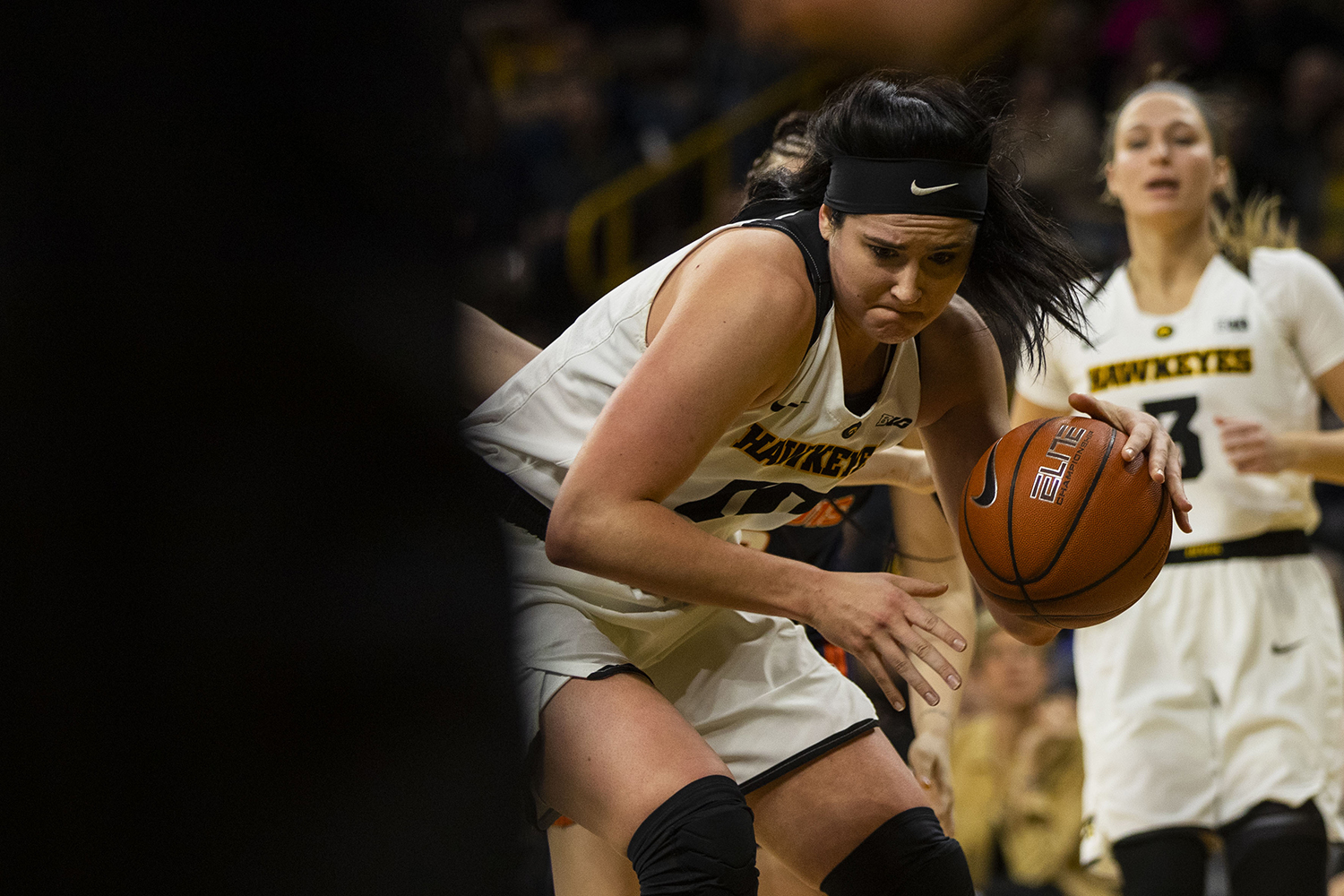 Iowa+center+Megan+Gustafson+drives+to+the+basket+during+the+Iowa%2FIllinois+women%27s+basketball+game+at+Carver-Hawkeye+Arena+on+Thursday%2C+February+14%2C+2019.+The+Hawkeyes+defeated+the+Fighting+Illini%2C+88-66.+