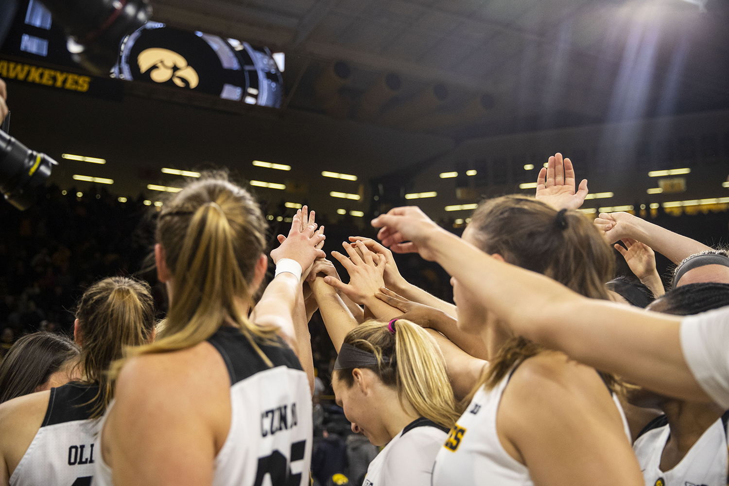 Iowa+players+meet+at+half+court+after+the+Iowa%2FIllinois+women%27s+basketball+game+at+Carver-Hawkeye+Arena+on+Thursday%2C+February+14%2C+2019.+The+Hawkeyes+defeated+the+Fighting+Illini%2C+88-66.+