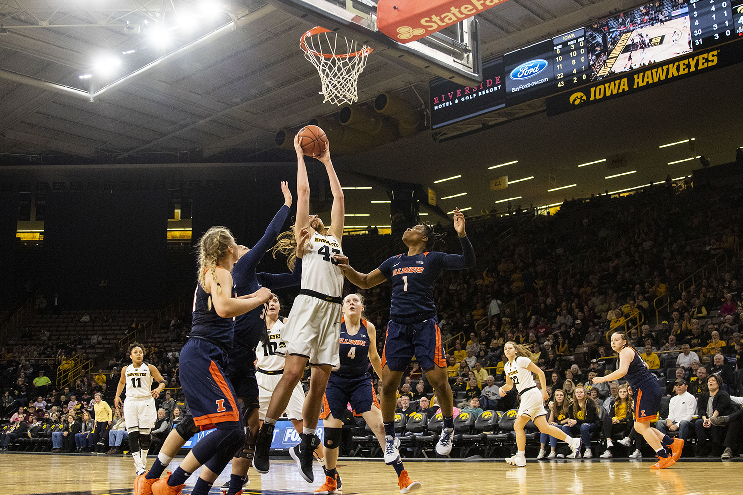 Iowa+forward+Amanda+Ollinger+grabs+a+rebound+during+the+Iowa%2FIllinois+women%27s+basketball+game+at+Carver-Hawkeye+Arena+on+Thursday%2C+February+14%2C+2019.+The+Hawkeyes+defeated+the+Fighting+Illini%2C+88-66.+