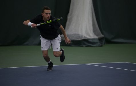 Iowa tennis squads seek to continue hot streaks on the road