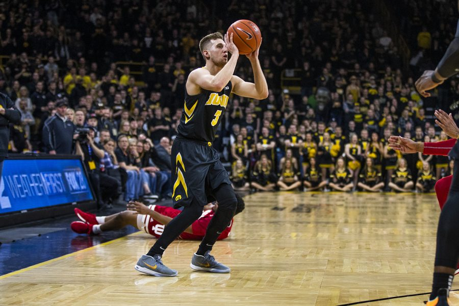 Iowa+guard+Jordan+Bohannon+prepares+to+shoot+the+ball+during+mens+basketball+vs.+Indiana+at+Carver-Hawkeye+Arena+on+Friday%2C+February+22%2C+2019.+The+Hawkeyes+defeated+the+Hoosiers+76-70.+%28Katina+Zentz%2FThe+Daily+Iowan%29