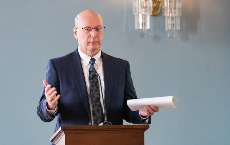 UI Faculty Senate addresses potential public-private partnership