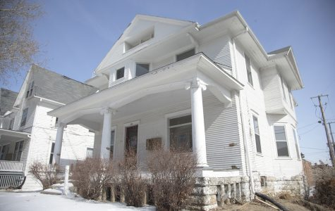 Board of Regents discusses razing two houses across from UI campus