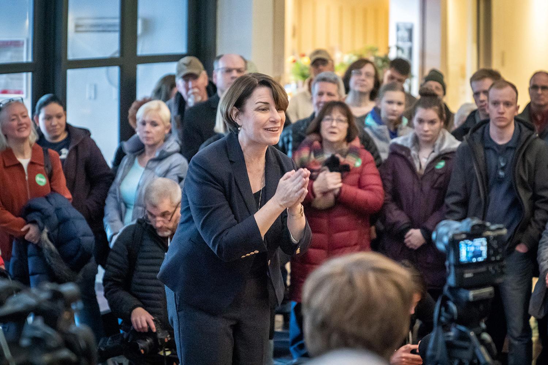 Amy Klobuchar speaks to the overflow crowd in next door Southbridge Mall, Mason City, Iowa on Saturday, February 16, 2019. (Glen Stubbe/Minneapolis Star Tribune/TNS)