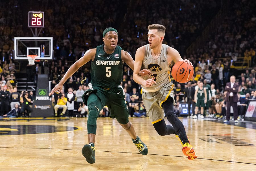 Iowa+guard+Jordan+Bohannon+%233+pushes+the+ball+up+court+during+a+basketball+game+against+Michigan+State+on+Thursday%2C+Jan.+24%2C+2019.+The+Spartans+defeated+the+Hawkeyes+82-67.+