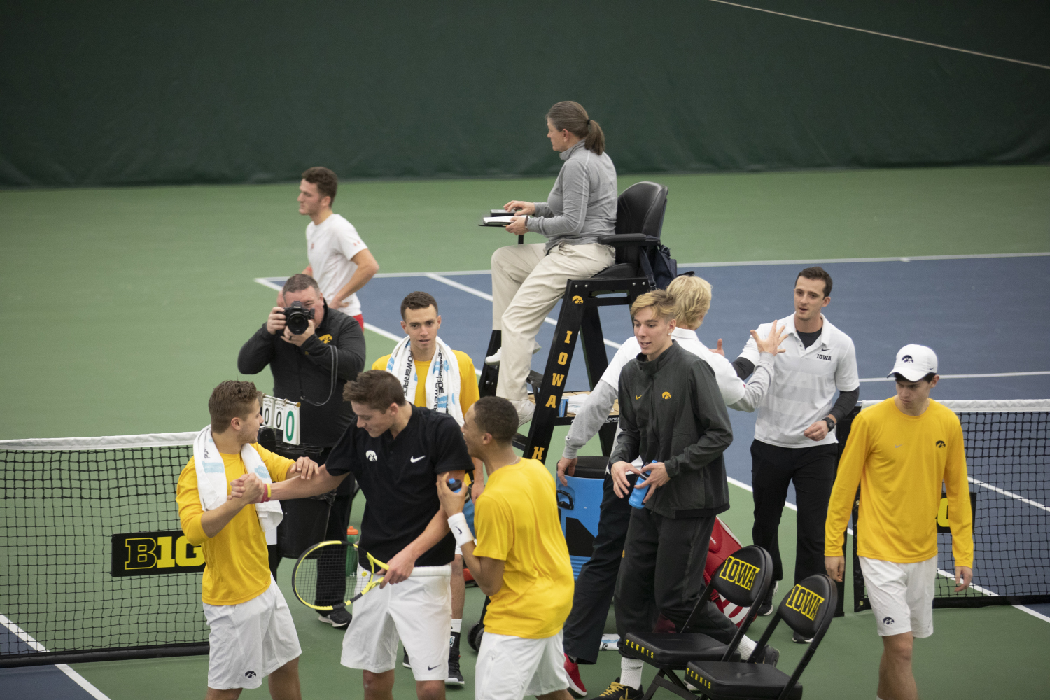 Joe+Tyler+and+his+teammates+celebrate+his+victory+during+the+Men%27s+tennis+match+against+University+of+Utah+at+the+Hawkeye+Tennis+and+Recreation+Complex+on+Feb.+10%2C+2019.+The+Hawkeye+team+defeated+Utah+5-2.+