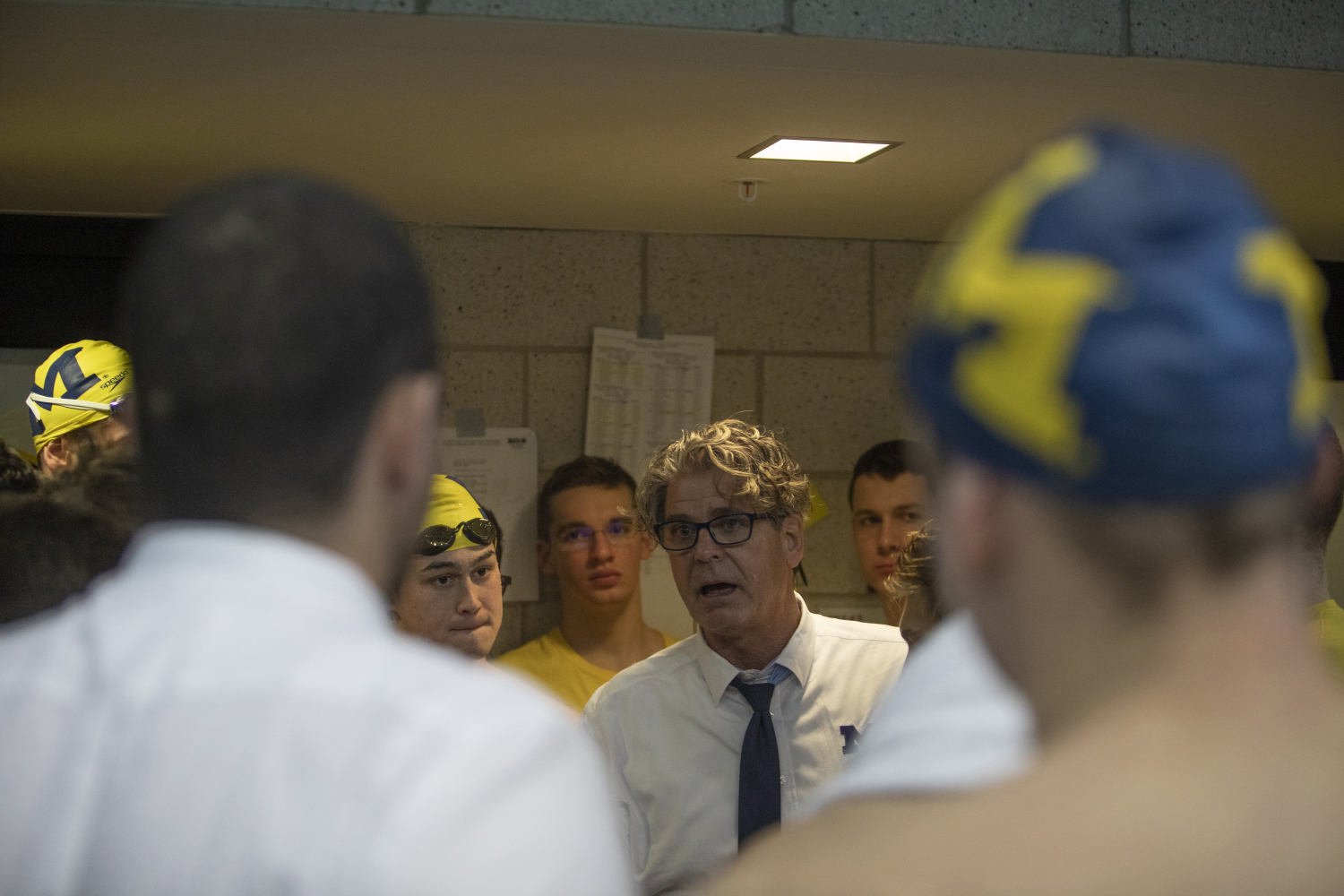Michigan+head+coach+Mike+Bottom+speaks+to+his+athletes+before+final+competition+of+the+Big+10+Swimming+Championships+on+Saturday%2C+March+2%2C+2019.+%28Ryan+Adams%2FThe+Daily+Iowan%29