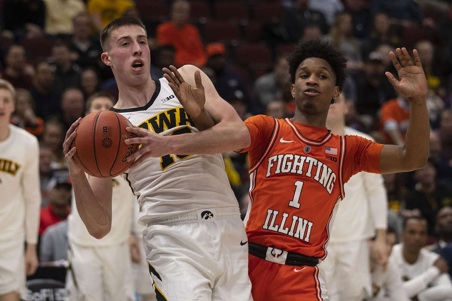 Iowa guard Joe Wieskamp and Illinois guard Trent Frazier fight for control of the ball during the Iowa/Illinois Big Ten Tournament men's basketball game in the United Center in Chicago on Thursday, March 14, 2019. The Hawkeyes defeated the Fighting Illini, 83-62.